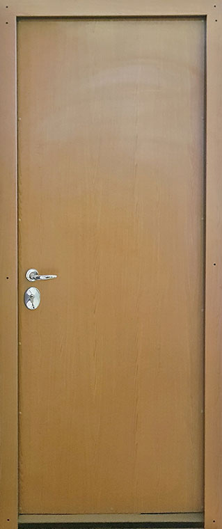 Medinės lauko durys, su spyna, rudos spalvos