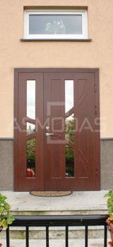 modernaus dizaino lauko durys, su langais, prabangaus dizaino, tamsiai rudos spalvos, su ornametnais