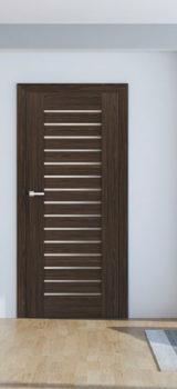 modernaus dizaino vidaus durys, rudos medžio spalvos, dešininės