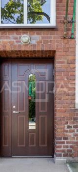 lauko durys, tamsiai rudos, prabangios, su ornamentais ir stiklu