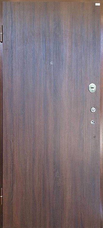 šarvuotos durys, su spyna, rudos medžio spalvos, kairinės, su akute