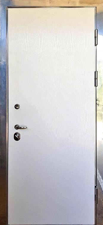 šarvuotos durys, su spyna, baltos spalvos, dešininės, plokščios